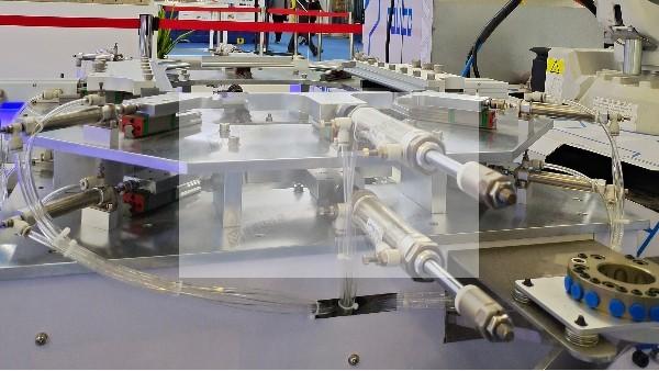高交会的亮点:直线导轨助力建筑机器人